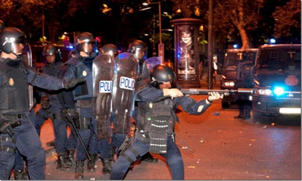police-in-madrid-firing-r-006