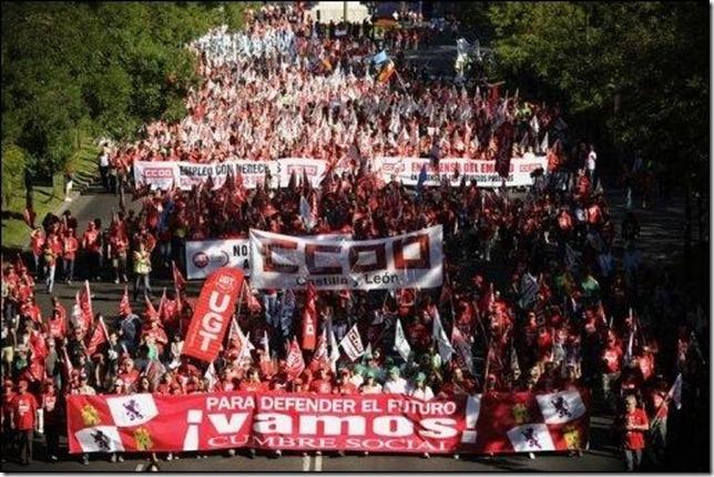 Manifestation-monstre-a-Madrid-au-soir-d-une-journee-anti-austerite-en-Europe_reference