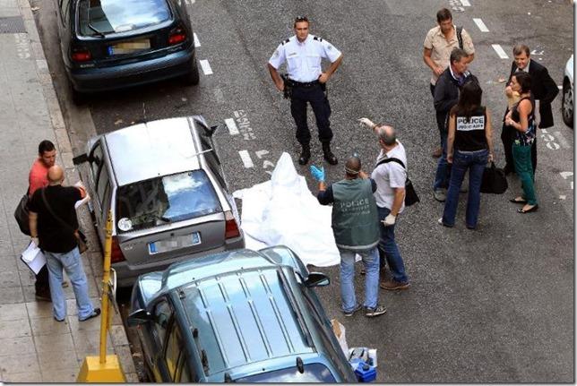 549136-des-policiers-devant-la-bijouterie-la-turquoise-le-11-septembre-2013-a-nice