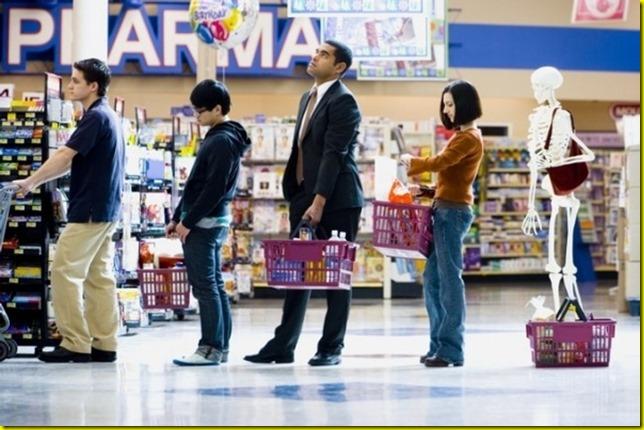 faire la queue au supermarché